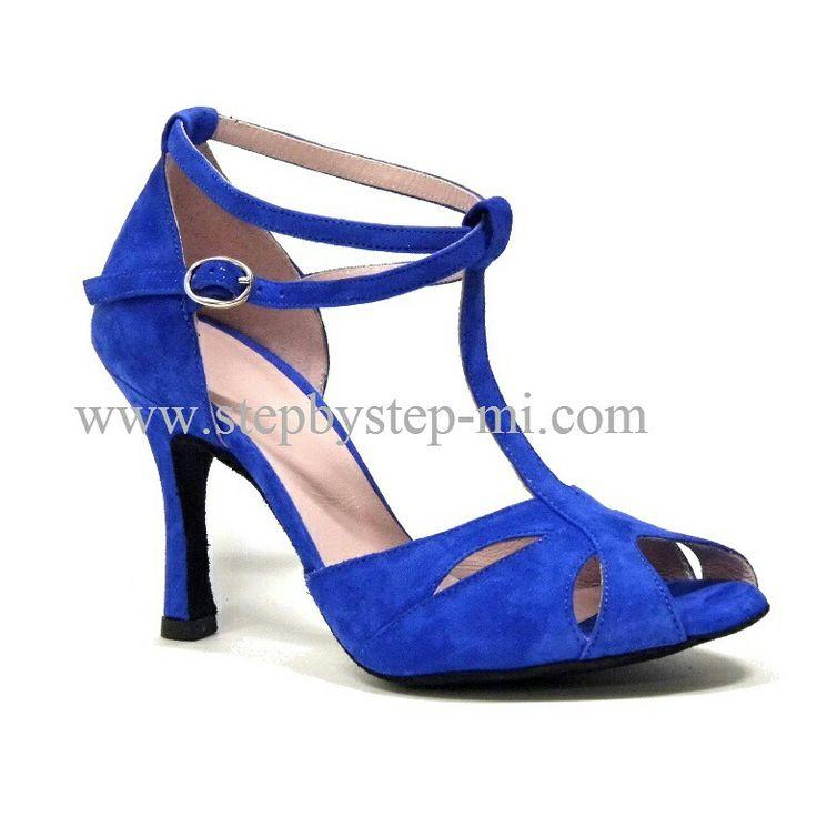 sandalo semiaperto in camoscio blu , suola in bufalo, tacco 90  #stepbystep #ballo #salsa #tango #kizomba #bachata #scarpedaballo #danceshoes #cute #design #fashion #shopping #shoppingonline #glamour #glam #picoftheday #shoe #style #instagood #instashoes #sandals #sandali #strass #rhinestone #instaheels #stepbystepshoes #cute #salsaon2 #suede #camoscio #blu #blue
