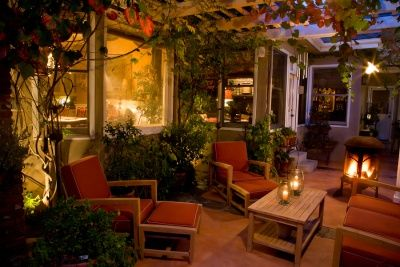 decorated outdoor patio: Decor Ideas, Outdoor Rooms, Outdoor Living, Eating Places, Eateri, Eating Houses, Lights Ideas, Outdoor Spaces, Weights Loss