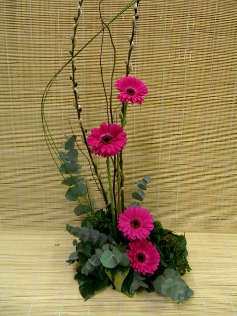 Contemporary+Floral+Arrangements | Contemporary Pink Gerbera Fresh Flower Arrangement