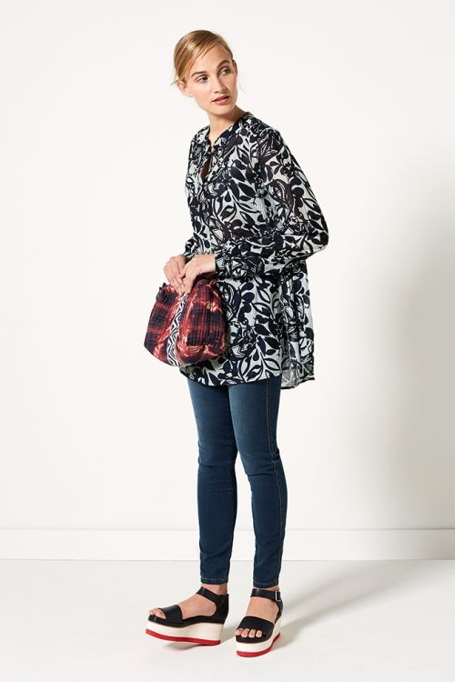 Indian Summer |  Fashion | Tunic | Print | Leaves | Blue | Bag | Red | Jeans | Denim | Lookbook