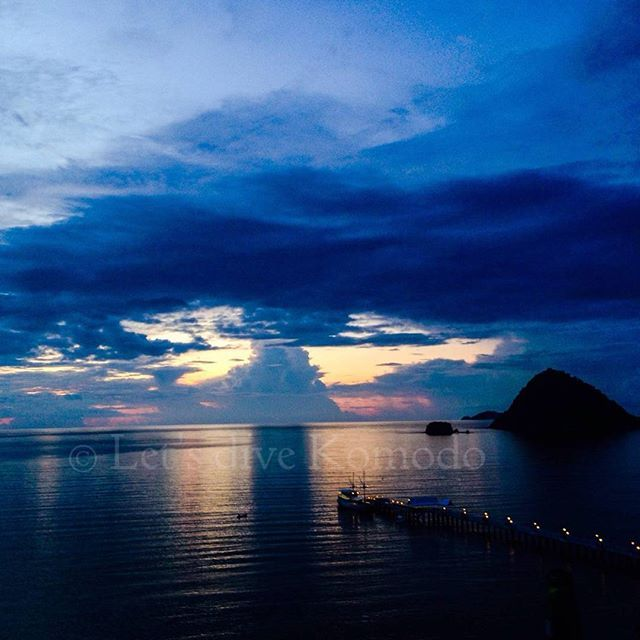Great end off the day with this view and sunset #indonesia #flores #komodo #labuanbajo #sunset #reflection #view #colors #ocean #beautiful #happiness #sunday #lovemyjob #photography #photooftheday #lovemylife #beautifulindonesia