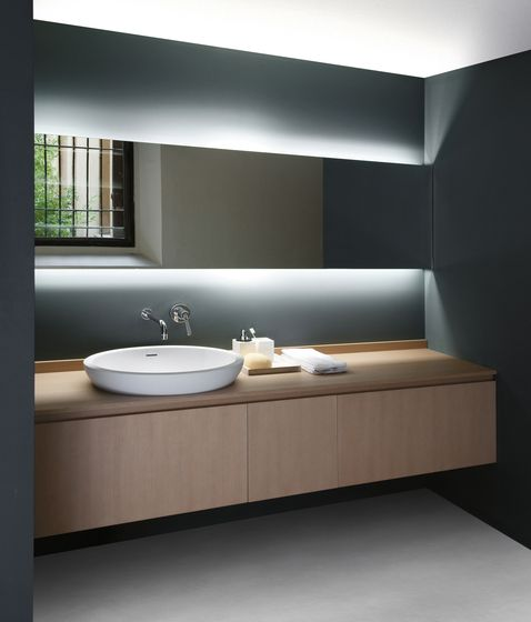 Just look at the simplicity of it. Anyone could adopt this look for their bathroom- big or small