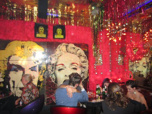 Roses bar with pink fluffy carpets on the walls - Oranienstr. 187 10999 Kruzeberg