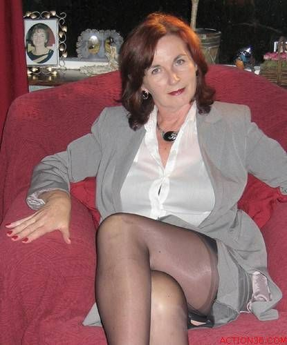 Stocking gilf | crossed legs | Pinterest