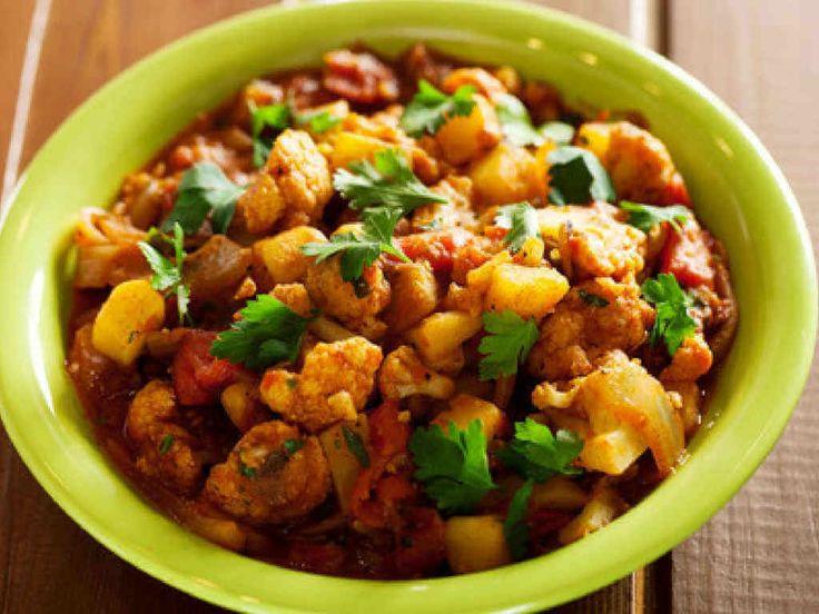Ten warzywny gulasz naprawdę zachwyca! To pyszne, aromatyczne i bardzo zdrowe danie, które musi spróbować naprawdę każdy!