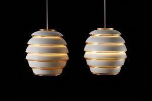 La pendant lamp a331 un progetto di Alvar Aalto del 1953.