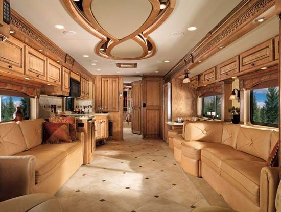 Luxurious Motorhomes Interior | Beaver Patriot Thunder luxury motorcoach interior