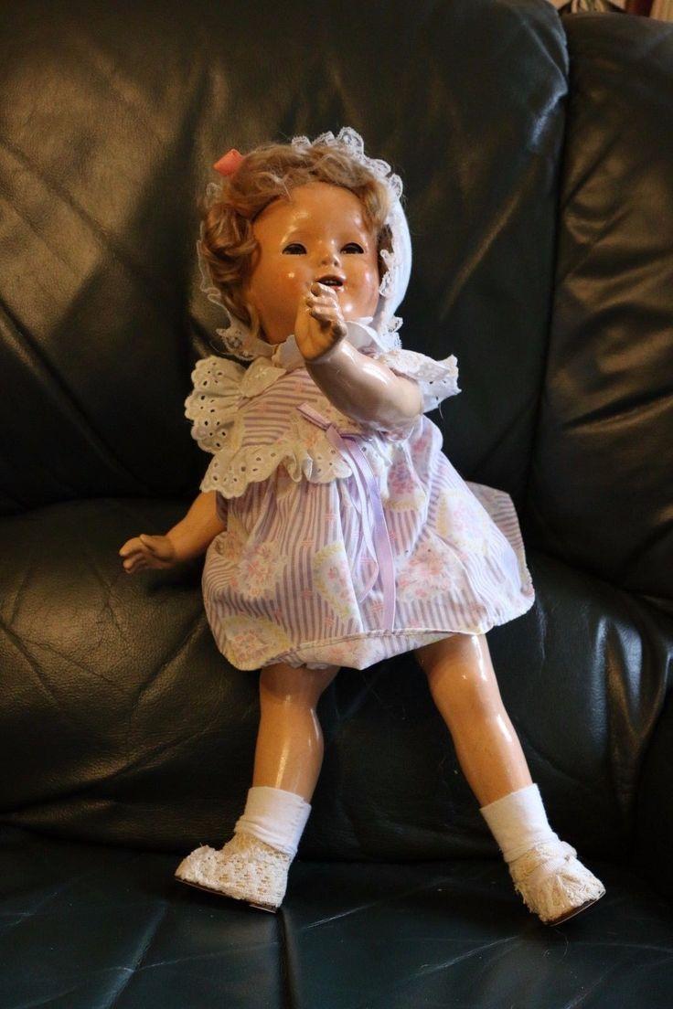 Ancienne Poupée Shirley Temple 1930's Composition USA Old Doll FOR SALE • EUR 85,00 • See Photos! Money Back Guarantee. Ancienne poupée américaine en composition Shirley Temple provenant de ma collection personnelle provenant des USA. Années '30. Elle mesure 48 cm. Elle a probablement été repeinte et les inscriptions ne 122369123720