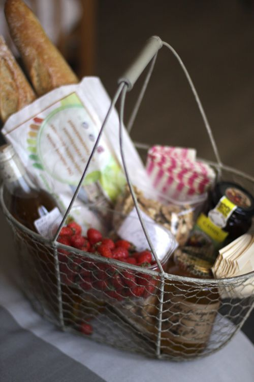 beautiful gift basket to welcome your new neighbor -- when they're waiting for household goods to arrive and have nothing to cook w/or even a place to sit - this would be a great gift