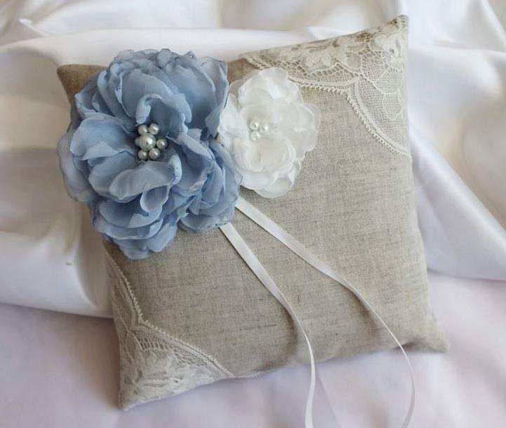 Coussin porte alliances,mariage, lin et dentelle ivoire bleu : Autres accessoires par crystalcrea