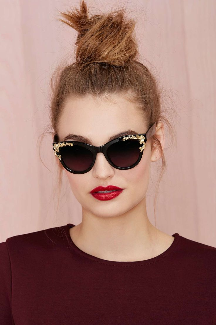 Awesome sunglasses, love the gold detail, it's just enough to make them unique and cool.