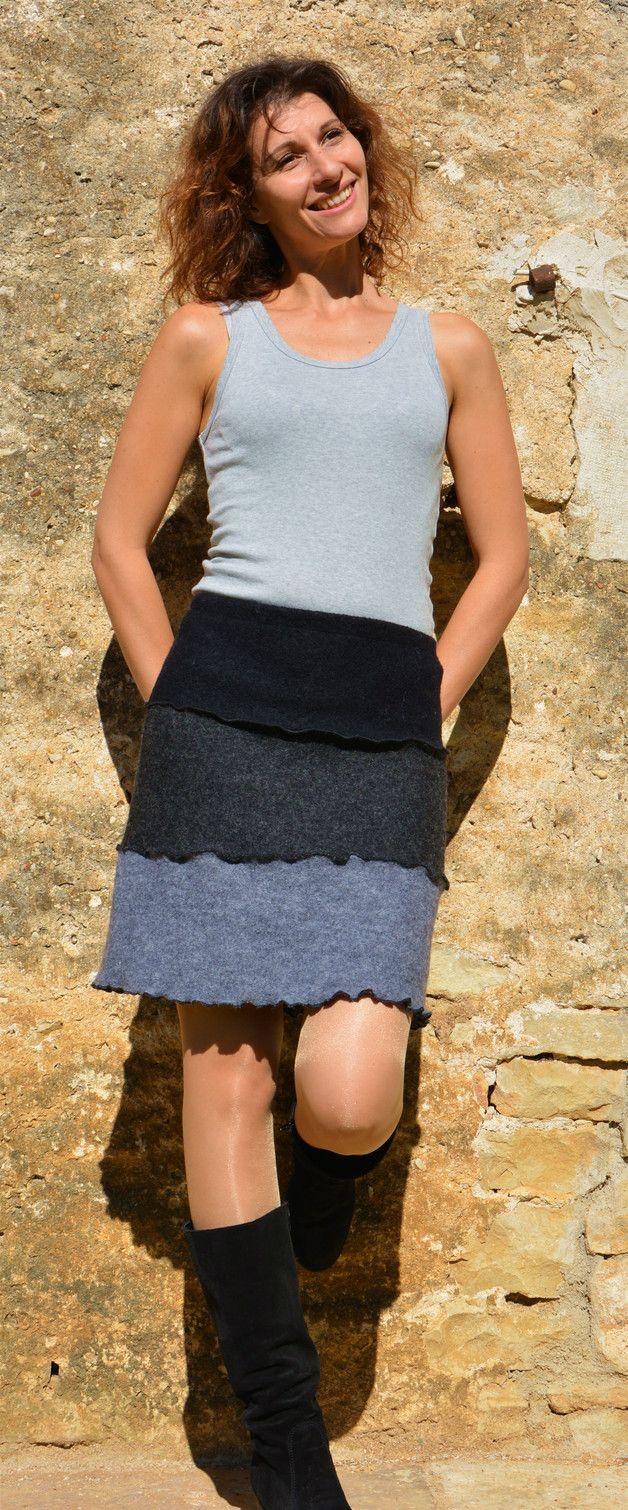 #Damenmode: #Wollrock aus edlem Wollwalk. Dreifarbiger #Rock mit klassischem Schnitt / women's #fashion: woolen #skirt with three colours made by asai-shop via DaWanda.com
