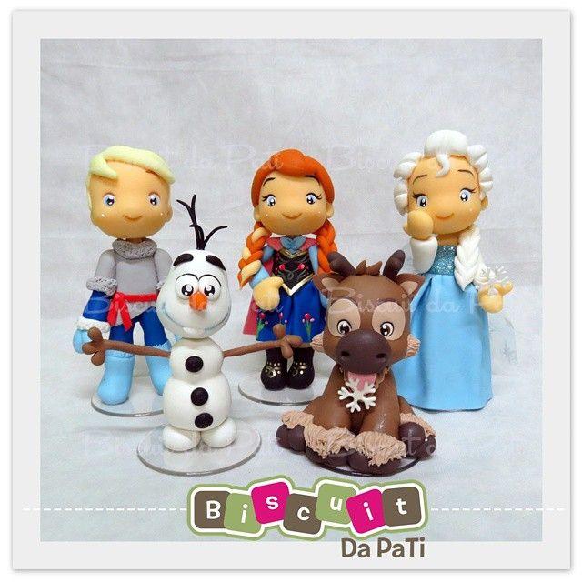 Frozen topo de bolo :)  Orçamentos pelo email: contato@biscuitdapati.com.br…
