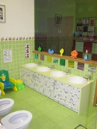 42 best llar infantil les cent fonts images on pinterest for Preschool bathroom ideas