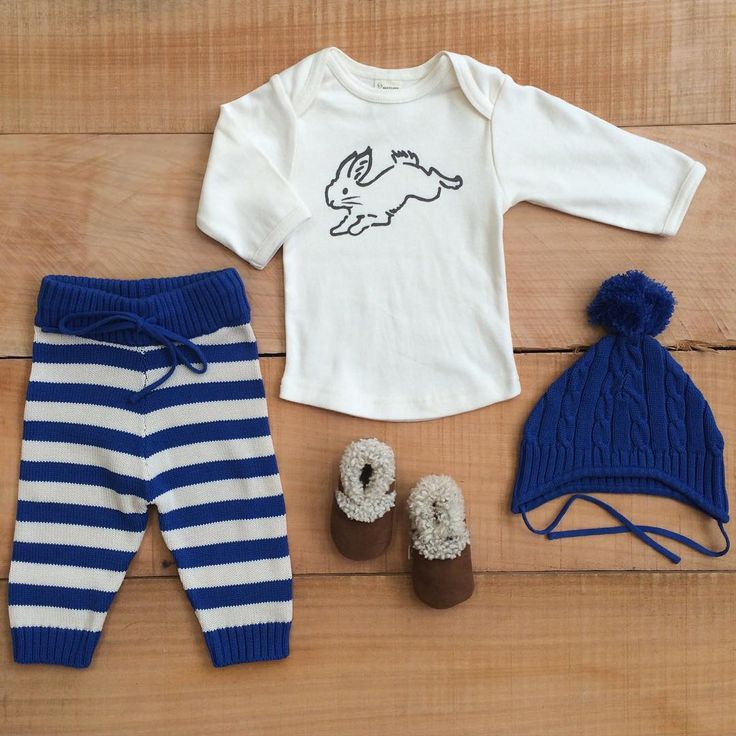 Soft bunnies and royal blue in our organic cotton, perfect for layering up on these beautiful July mornings xx #organiccotton #bunnyprint #royalblue #naturebaby