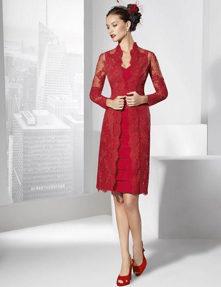 Vestidos de fiesta corto, dos piezas formado por vestido y abrigo rojo.