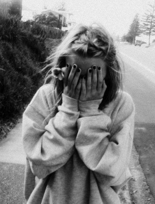 Sweatshirt: Big Sweatshirts, Sweaters, Girls, Baggy Sweatshirts, Messy Hair, Style, Beautiful, Black Nails, Photo