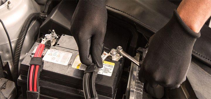 ¿Cuándo y cómo debo cambiar las baterías de vehículos? Está es una de las preguntas más frecuentes cuando se trata de cuidado de autos, en especial cuando se quiere saber más sobre baterías de vehículos. A continuación, Baterías Enerjet te cuenta más acerca de cuándo y cómo se debe cambiar las baterías de vehículos.