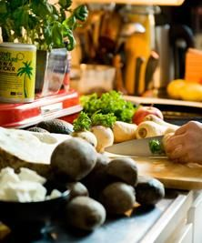 8 sätt att döda myter om ekologiskt |   Du hör dem vid middagsbordet, på festen och i lunchrummet. Påståenden om ekologisk mat som inte verkar helt hundra. Problemet är bara att du inte riktigt vet vad du ska svara. Varsågod, här är dina argument.