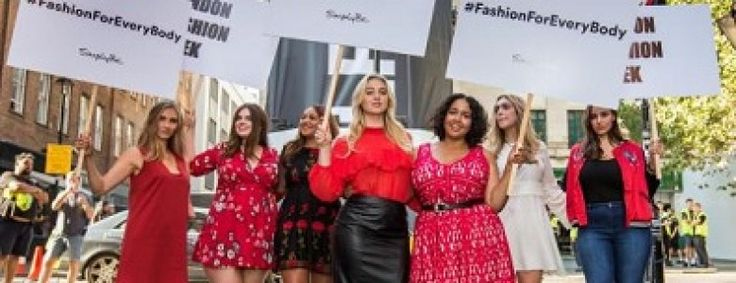 Voluptuous beauties appeared on the London Fashion Week protesting against thin models