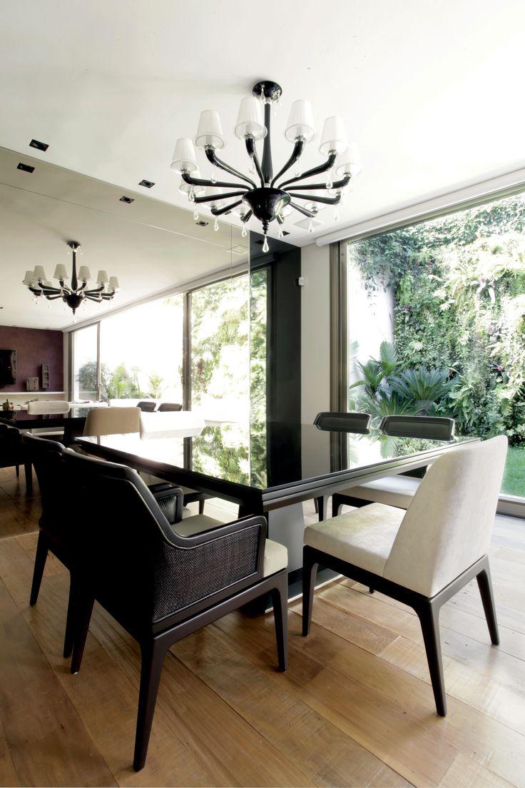 A natureza, temperada com referências urbanas e contemporâneas, inspira o projeto de interiores desta casa no Jardim Europa, em São Paulo. Projeto Fábio Basani e Tulio Xenofonte.