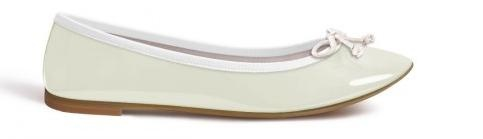 Ballerines  en cuir, vernies blanches. Pure white patent leather ballet flats.