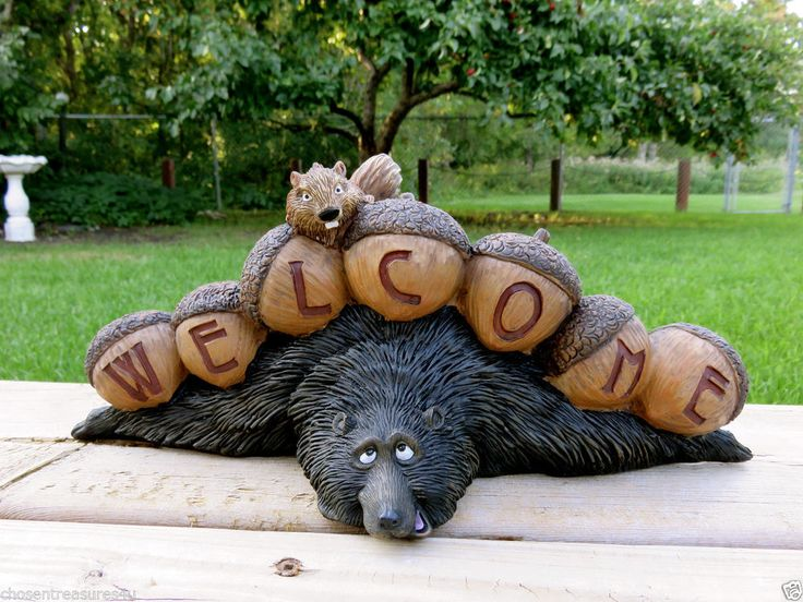 BLACK BEAR WELCOME FUNNY figurine bears COTTAGE 13.5X5.5IN. SPRAWLED SQUIRREL