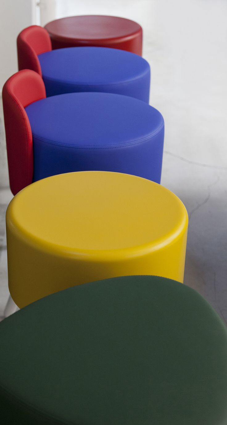 Contemporary design features customised adjustable seats for coworking office. #stool #adjustable #Blog_Sesta