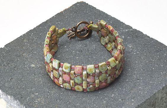 "Bracelet ""Cobblestone Path"" - Rochelle Petersen   Freebies   Perlen Poesie. #Seed #Bead #Tutorials"