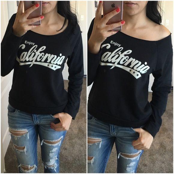 California Sweater Super cute, cutout neckline sweater. Sz small. Sweaters Crew & Scoop Necks