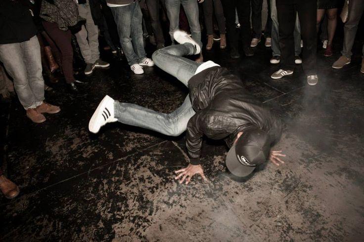 """No dia 10 de maio, Jokers sedia a primeira edição do ano da Funk You, a festa de black music mais popular da cidade.Ingressos custam R$ 30 na hora, mas valor desce para R$ 15 antecipadamente. Evento inicia às 21h, e é bom chegar cedo para evitar filas - inclusive porque a previsão do tempo...<br /><a class=""""more-link"""" href=""""https://catracalivre.com.br/curitiba/bom-bonito-barato/barato/funk-you-inicia-2014-com-black-music-de-primeira/"""">Continue lendo »</a>"""