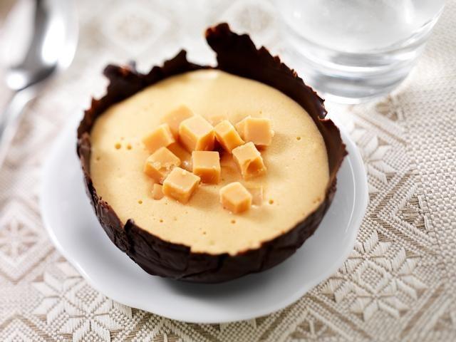 Chocolade-Karameldessert recept | Dr.Oetker: 1 flesjeDr. Oetker Bakspray 1 zakjeDr. Oetker Glazuur Choco 100 gzachte karamels 1 pakDr. Oetker Kloppudding Karamel 185 mlkoffieroom (koud) 185 mlmelk (koud)
