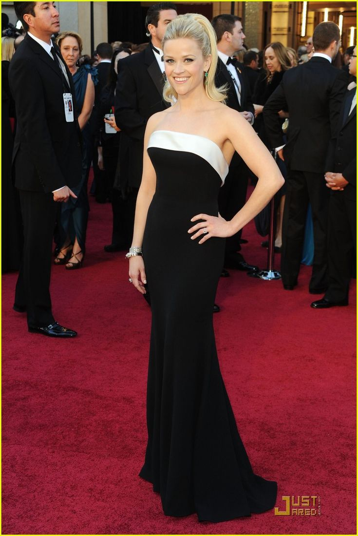 Reese Witherspoon Oscars 2017 In Armani