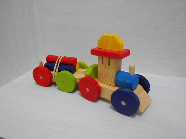trenzinho de madeira com vagão carga desmontável <br> <br>sem pregos <br> <br>2 peças/carrinho com engate; <br> <br>Máquina locomotiva e vagão carga de 3 hastes que desmontam; <br> <br>Feito com madeira, mdf e pinus <br>colorido atóxico- verde, vermelho, amarelo e azul escuro <br> <br>Próprio para ser usado como brinquedo e serve muito bem como decoração e centro de mesa; <br> <br>Peça adorável, simplesmente lindo o trabalho.