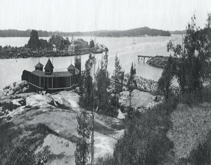 Nya, fina badhuset på Busholmen år 1919. Utterhällen i bakgrunden.