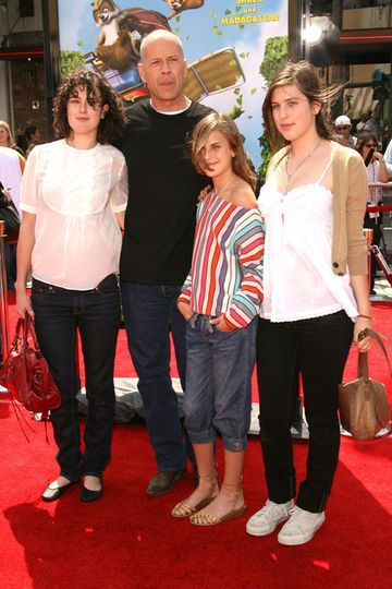 Bruce Willis and His Daughters   BRUCE WILLIS TO FIGHT ...