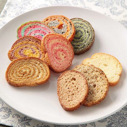 テレビ、雑誌等で幅広く紹介される、鎌倉小町通りにお店を構える人気のラスクです。フランスパン専用の小麦粉を使用し、パン本来の風味を残した、ほんのり甘みのある鎌倉生まれのラスクです。