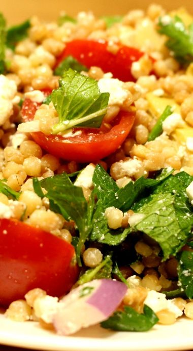 Mediterranean salad with ptitim, artichoke and goat feta