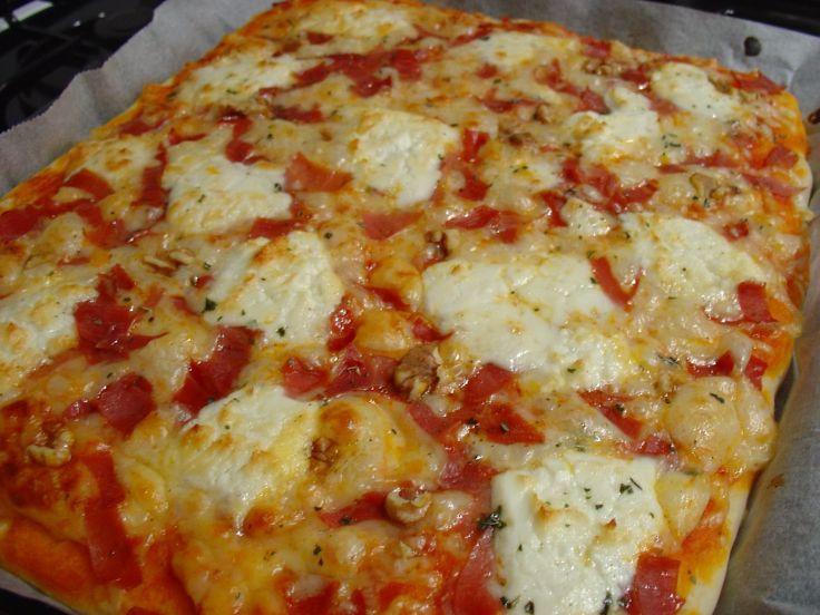 Receta de Pizza de queso de cabra de dificultad Muy fácil para 2 personas lista en 20 minutos.