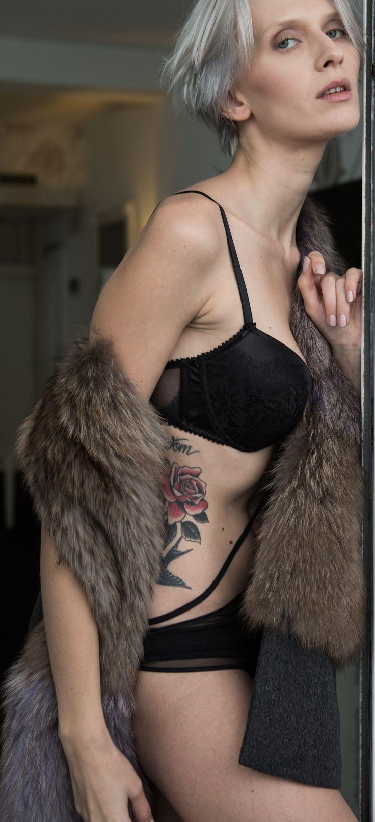 #grey #grigio #lingerie #black #nero #photo #moments #attimi #monicapallonifotografa #tatoo #flowers #rosa #tatuaggio #furcoat