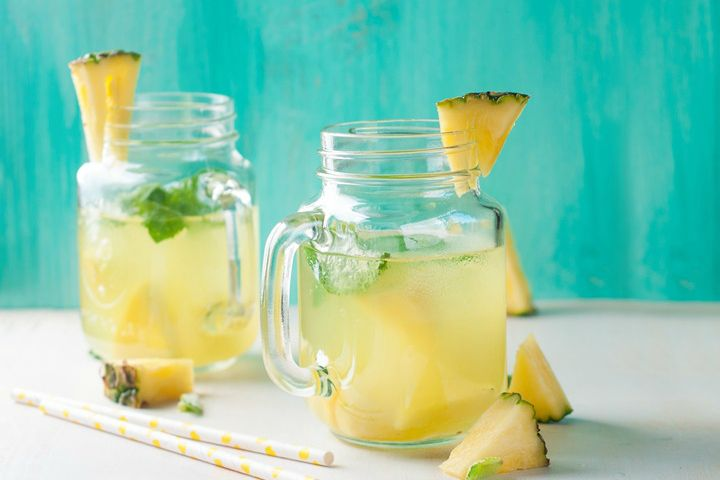 What you can not imagine is how beneficial it is to drink the water from the pineapple in the morning with the empty stomach. Here we will show you that