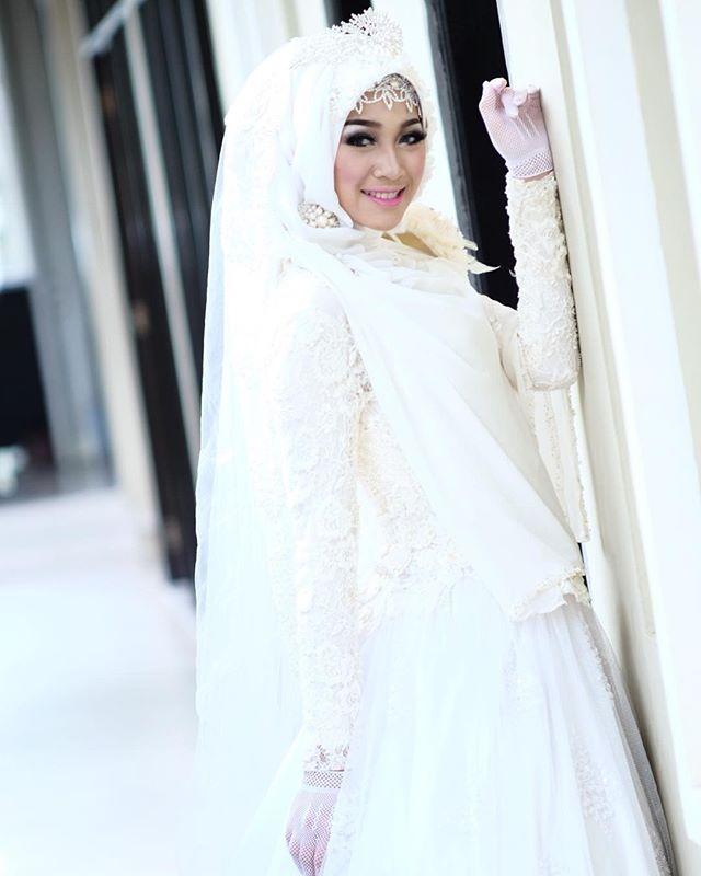 Make n Hijab syar'i (tanpa kerik alis) Hijab n Gown by @successbutik Photographer by @fajarrharjo View Winner premiere Hotel #makeup #makeover #makeupforever #seminar #hijab #hijabers #hijbstyle #bride #gown #periaspengantin #mua  #muaindonesia #muapemalang #muasemarang #muakudus #muategal #muabrebes #muaslawi #muapekalongan#muabatang#