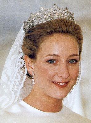 The Royal Order of Sartorial Splendor: Wedding Wednesday: Princess Alexandra of Sayn-Wittgenstein-Berleburgs Gown