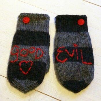 """Yllevantar """"Good Evil"""". Read My Mittens, egen design och tillverkning. Vi stickar med Marks & Kattens Eco Ull."""