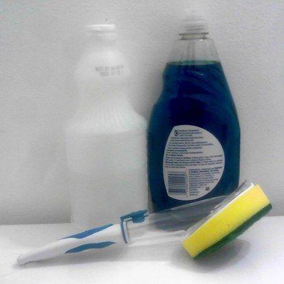 28 inteligentes maneiras de Deep Clean Seu minúsculo apartamento