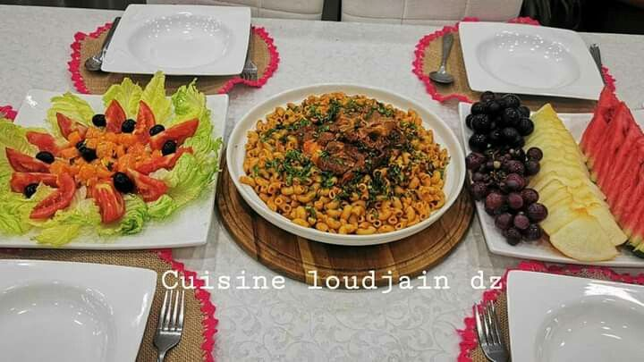 Table Algerienne طاولة أكل جزائرية In 2020 Food Cobb Salad Breakfast