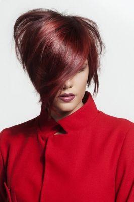 Krótkie metaliczno miedziane włosy