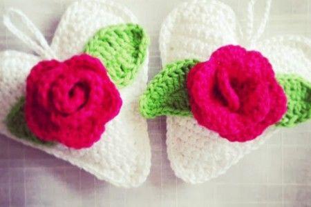 virka-hjärta-heart-hänga-upp-inspiration-mönster-beskrivning-ros-rosblad-vitt-virkat-handarbete