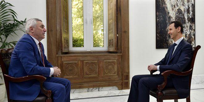 """Le président al-Assad à """"ONT"""" : La guerre que mène la Syrie n'est pas uniquement contre les terroristes, mais aussi contre leurs commanditaires – Agence Arabe Syrienne Informations  ON LES CONNAIS  LES DEMOCRATIES DE PACOTILLE ( U S A) ET (EU)PLUS LES SIONISTES AVEC LES SAOUDS LES MEDIAS MERDE DISES QUE SE SONT LES MEILLEURS DU MONDE"""