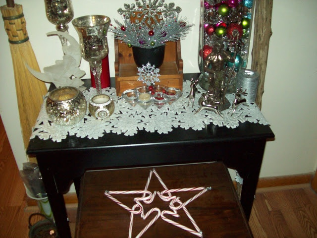 Recycle Reuse Renew Mother Earth Projects: How to make a Yule / Winter Solstice AltarHats Society, Earth Projects, Renewals Mothers, Mothers Earth, Recycle Reuse, Solstice, Reuse Renewals, Mother Earth, Altars